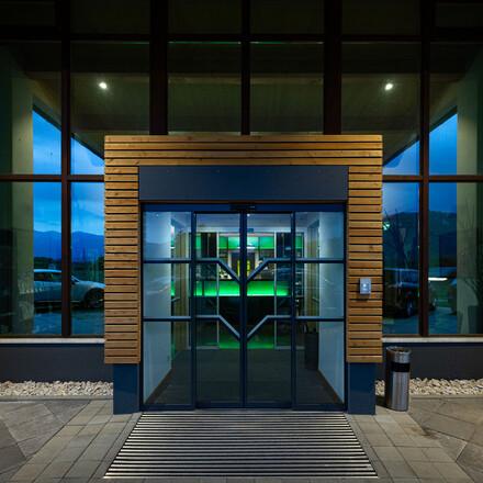 Der Eingangsbereich vom Seminarhotel bei Villach am Ossiacher See
