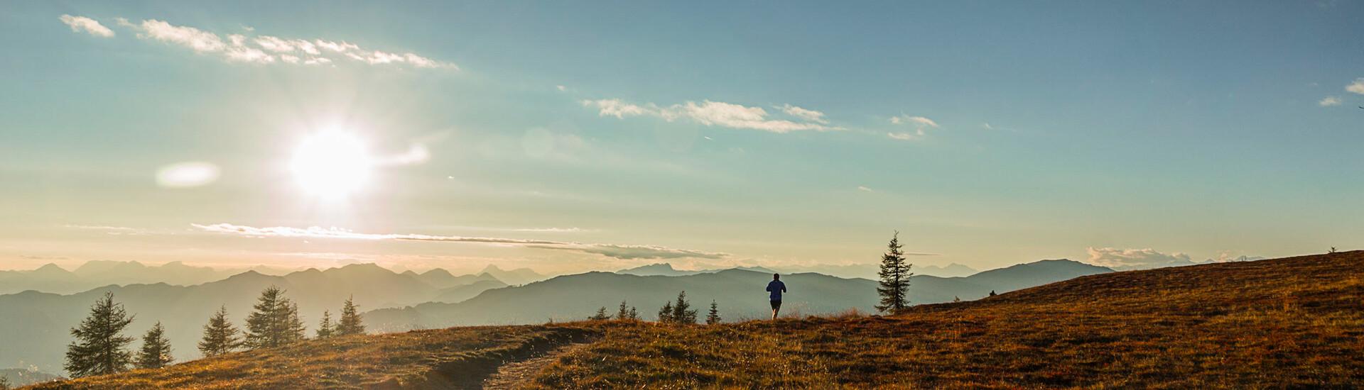 Ein Mann beim Joggen im Urlaub an der Gerlitzen