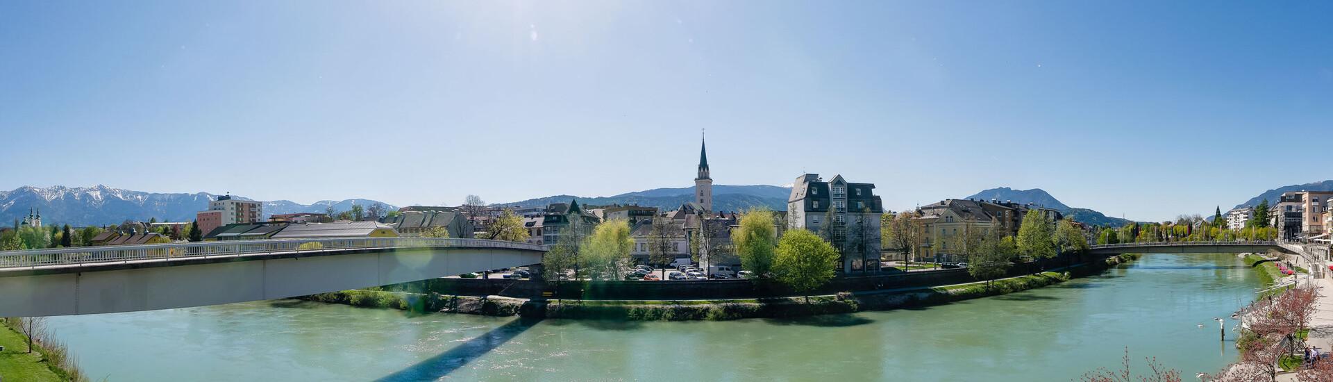 Die Drau und die Stadt Villach mit zahlreichen Veranstaltungen