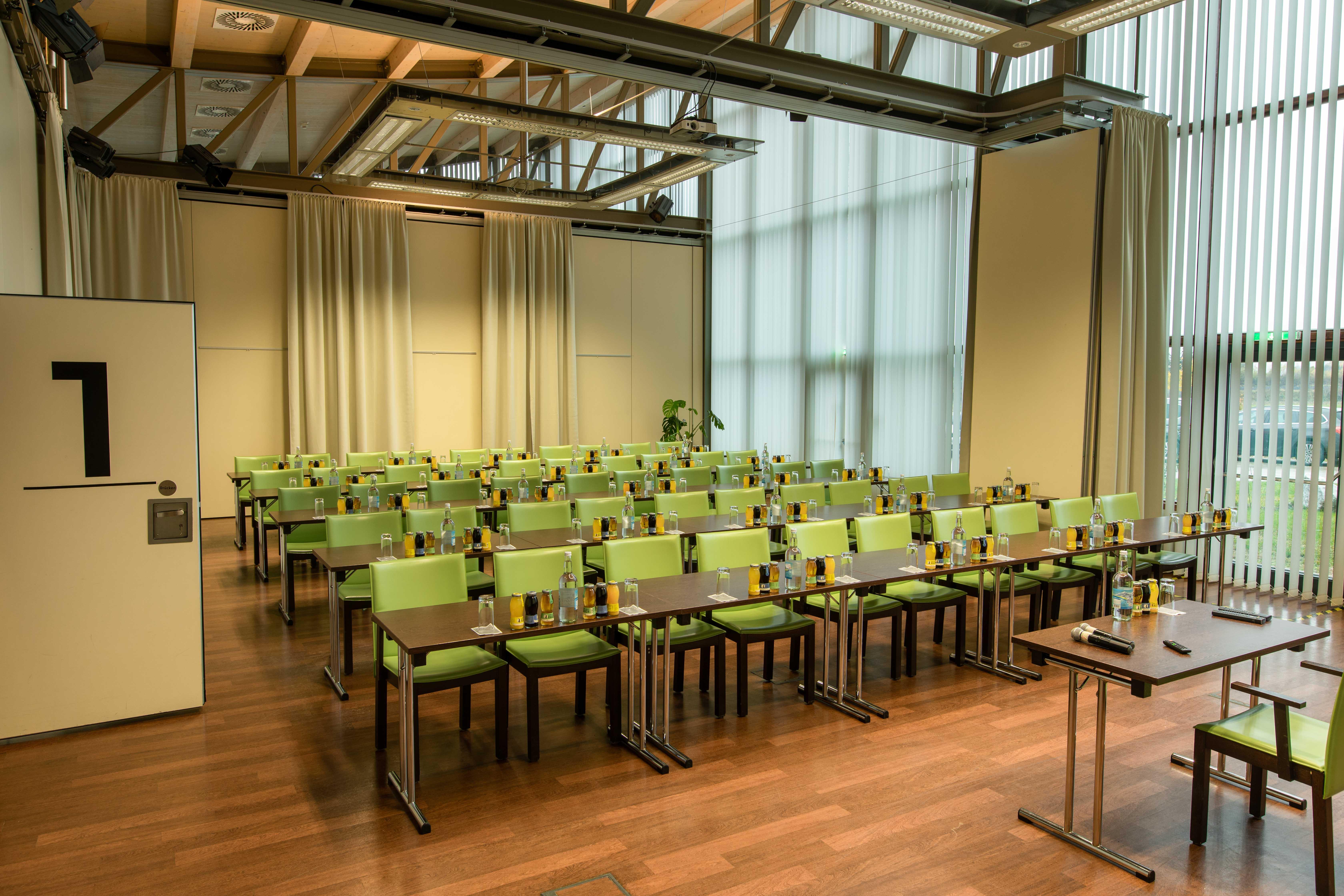 Der vollständig ausgestattete Seminarraum im Seminarhotel bei Villach am Ossiacher See