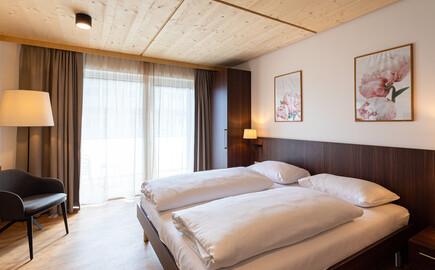 Eines der Zimmer im Hotel eduCARE