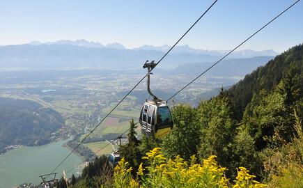 Die Kanzelbahn fährt nahe dem Hotel mit Kärnten-Card den Berg hinunter