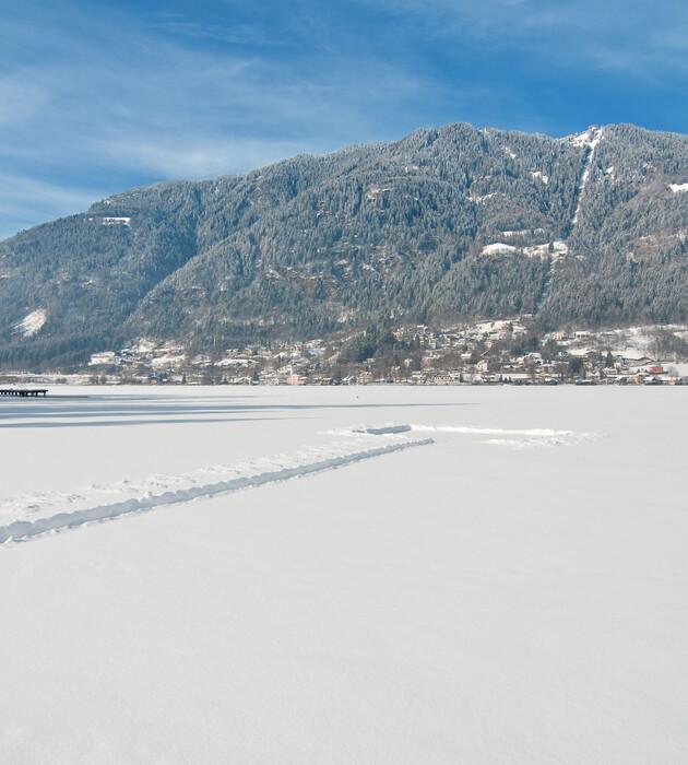 Die verschneite Landschaft im Winterurlaub mit Hund in Kärnten