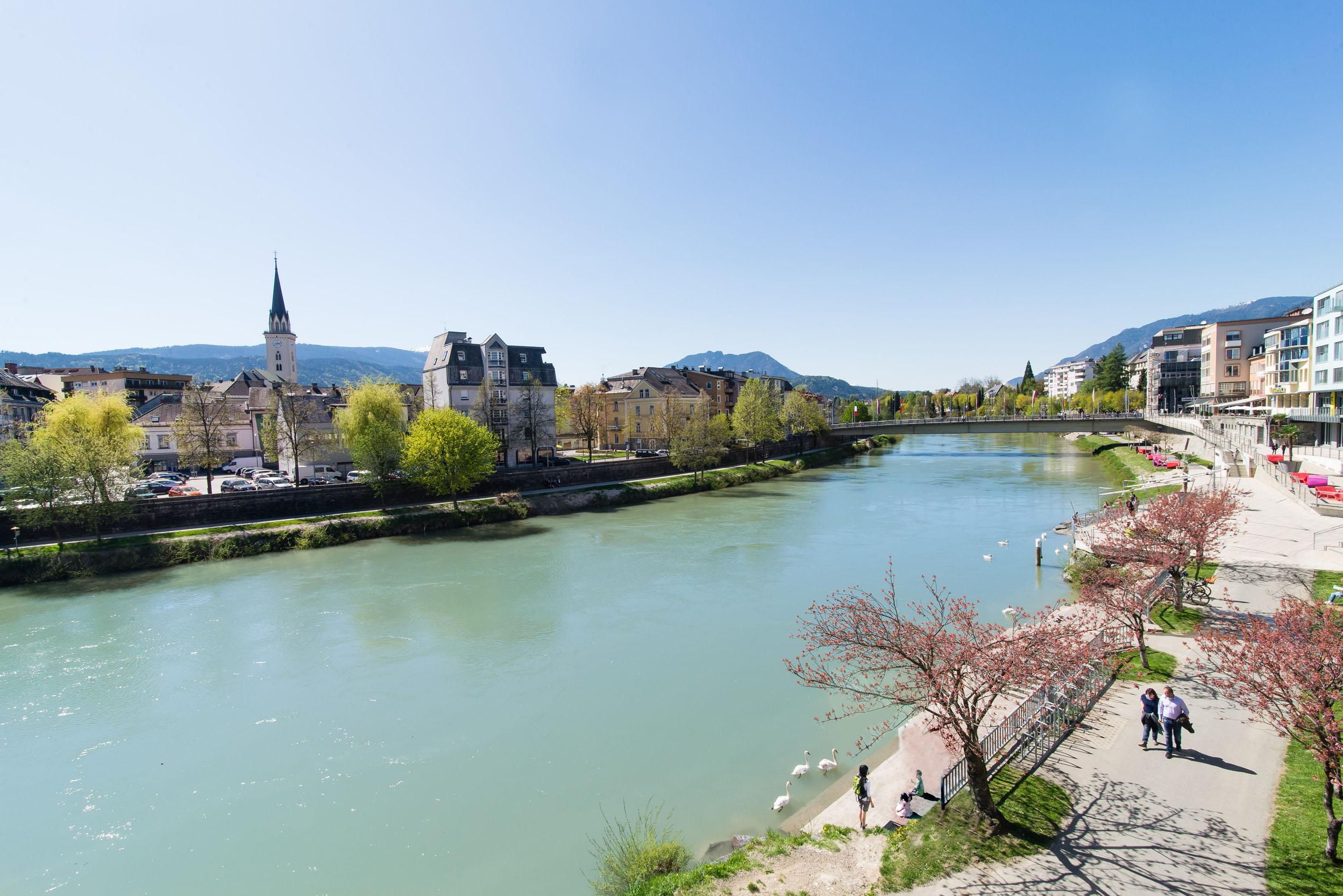 Die Drau und die Stadt Villach