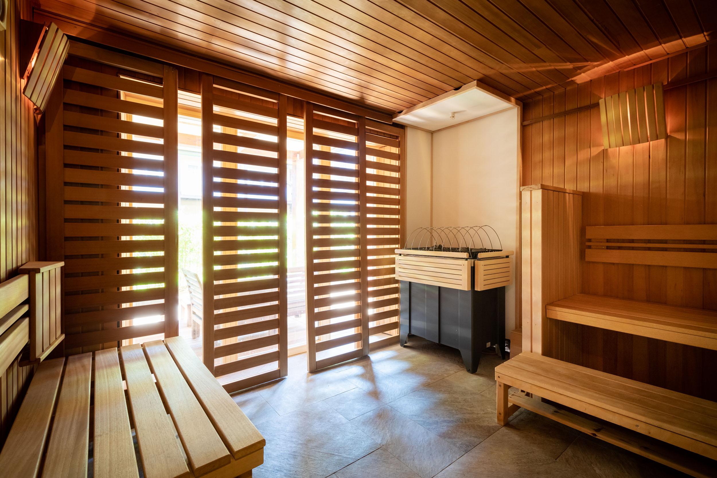 Eine der Saunen im Hotel eduCARE mit Wellnessbereich am Ossiacher See