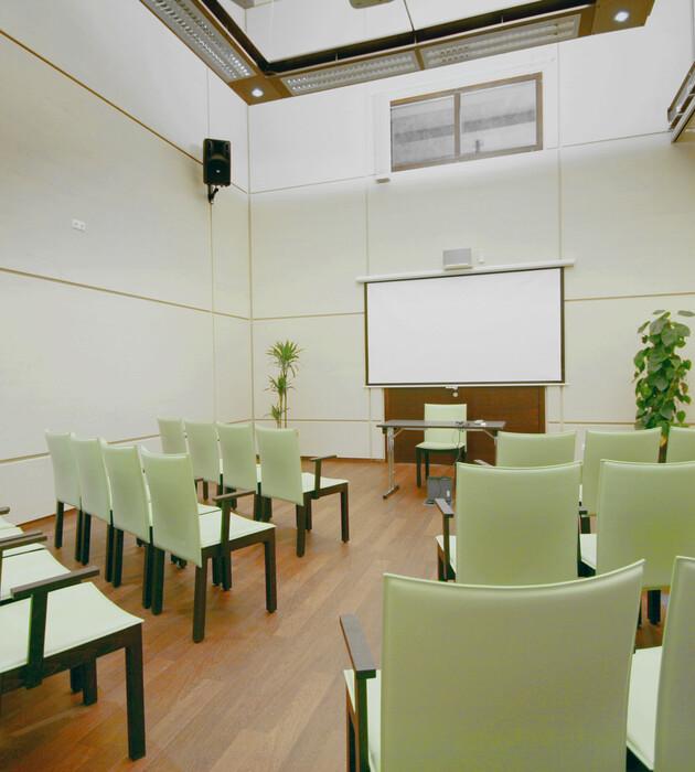 Ein voll ausgestatteter Seminarraum für Incentives und Firmenevents in Kärnten