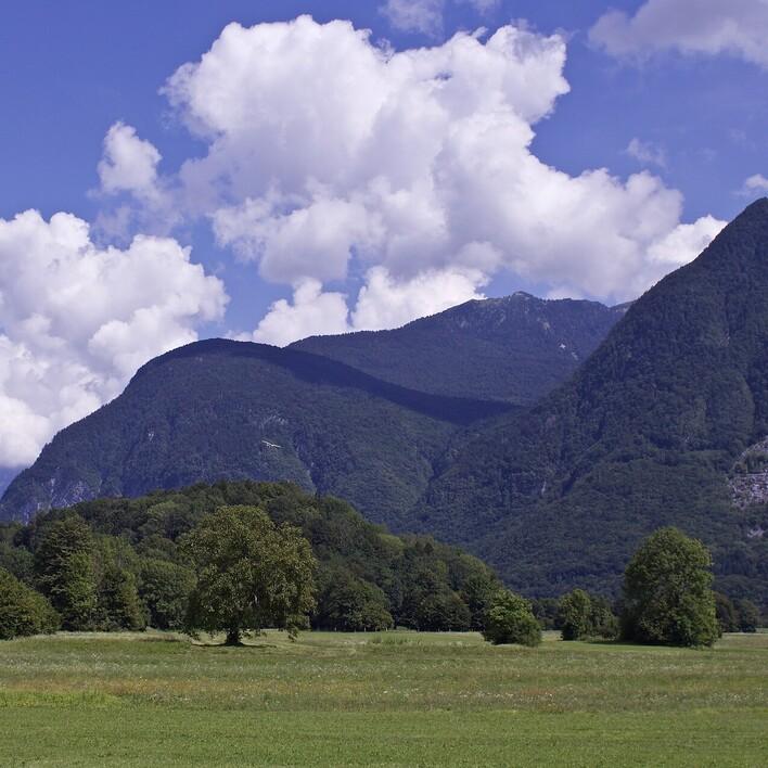 Eine gebirgige Landschaft als Ausflugsziel in Villach Umgebung