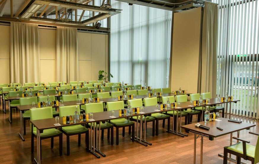 Ein modern ausgestatteter Seminarraum im Hotel eduCARE in Treffen am Ossiacher See