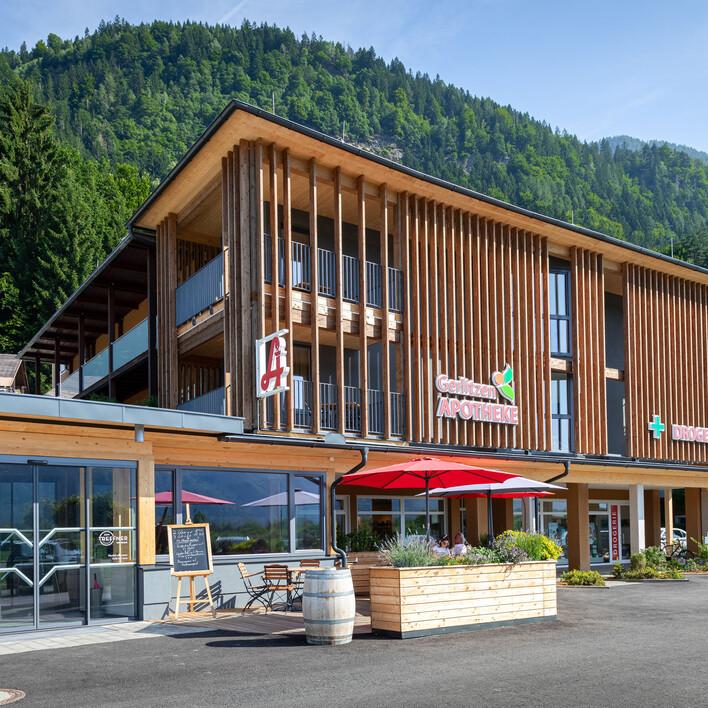 Außenansicht vom 4-Sterne Hotel eduCARE in Treffen am Ossiacher See