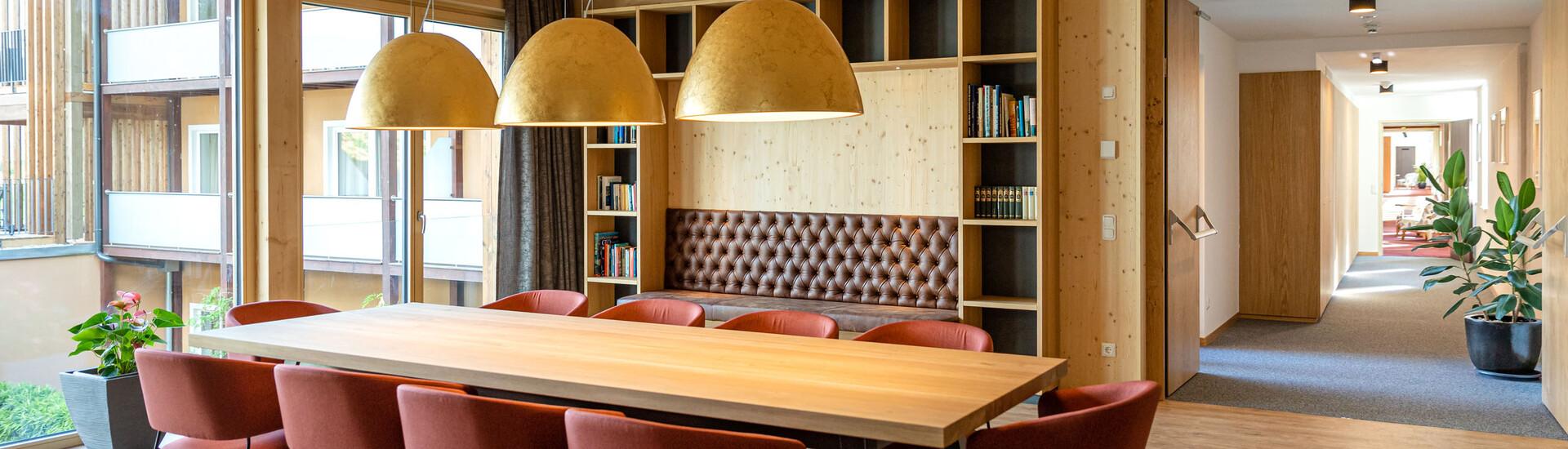Die Bibliothek im Hotel für Incentives und Firmenevents in Kärnten