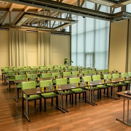 Ein voll ausgestatteter Seminarraum im Seminarhotel in Kärnten