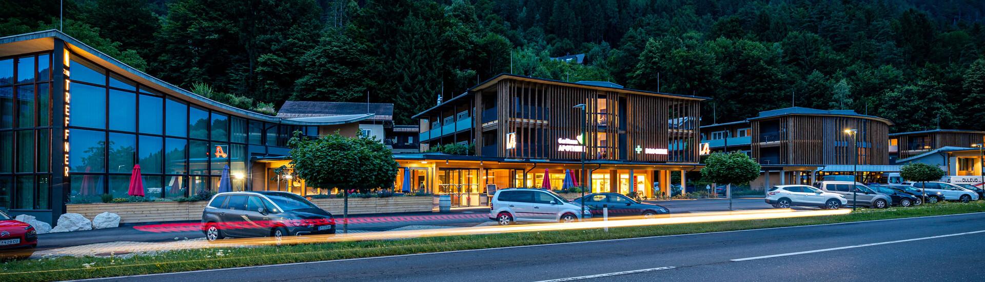 Das beleuchtete 4-Sterne Hotel eduCARE in Treffen am Ossiacher See