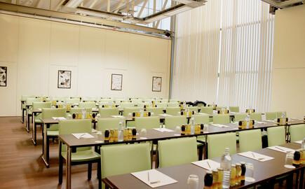 Ein großer Seminarraum im 4-Stern Hotel am Ossiacher See
