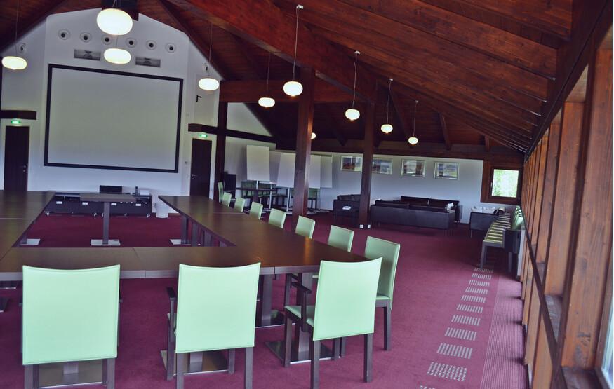 Ein großer Seminarraum im 4-Stern Hotel eduCARE in Treffen am Ossiacher See