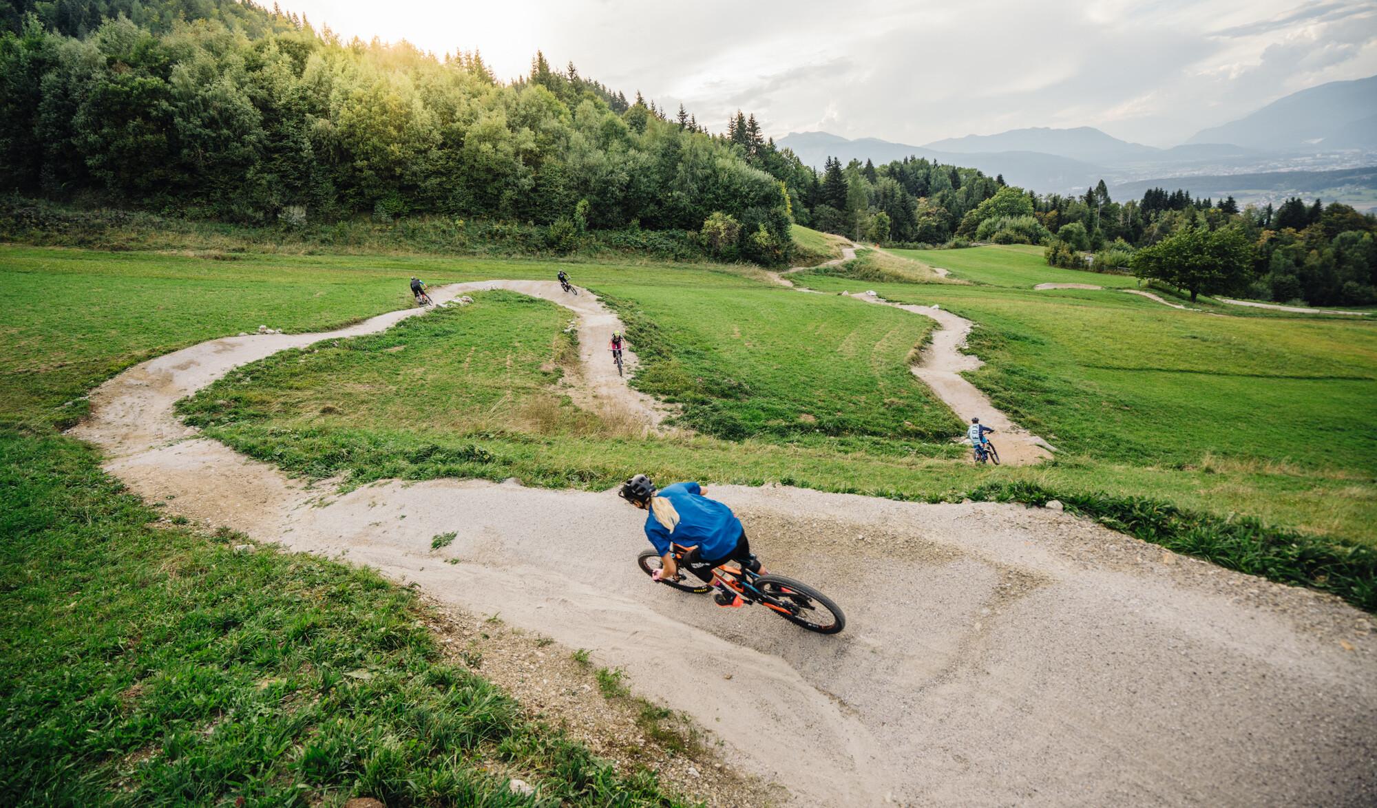Downhill-Biker im Flowgartner Trail in Kärnten